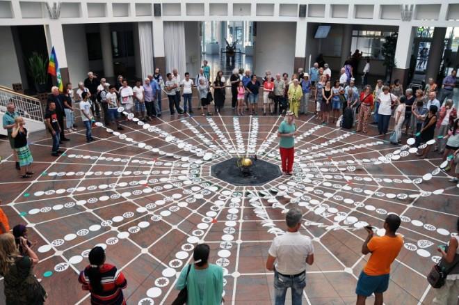 Zum Gedenken an den Atombomben-Abwurf auf die Städte Hiroshima und Nagasaki vor 70 Jahren luden die Deutsch-Japanische Gesellschaft und die Dortmunder Friedensinitiativen zum traditionellen Mahngang
